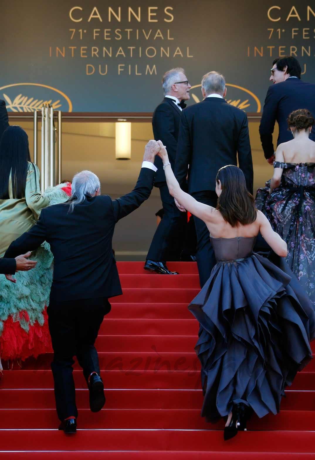El director Terry Gilliam con Olga Kurylenko
