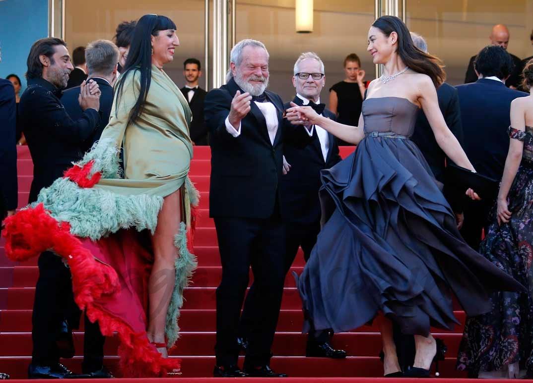 El director Terry Gilliam con Rossy de Palma y Olga Kurylenko