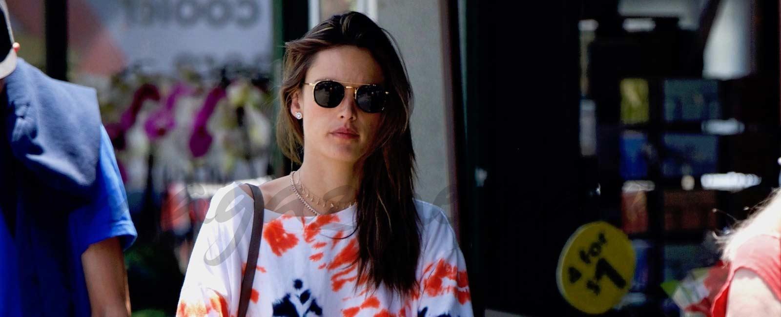 ¿Dónde hace la compra Alessandra Ambrosio?