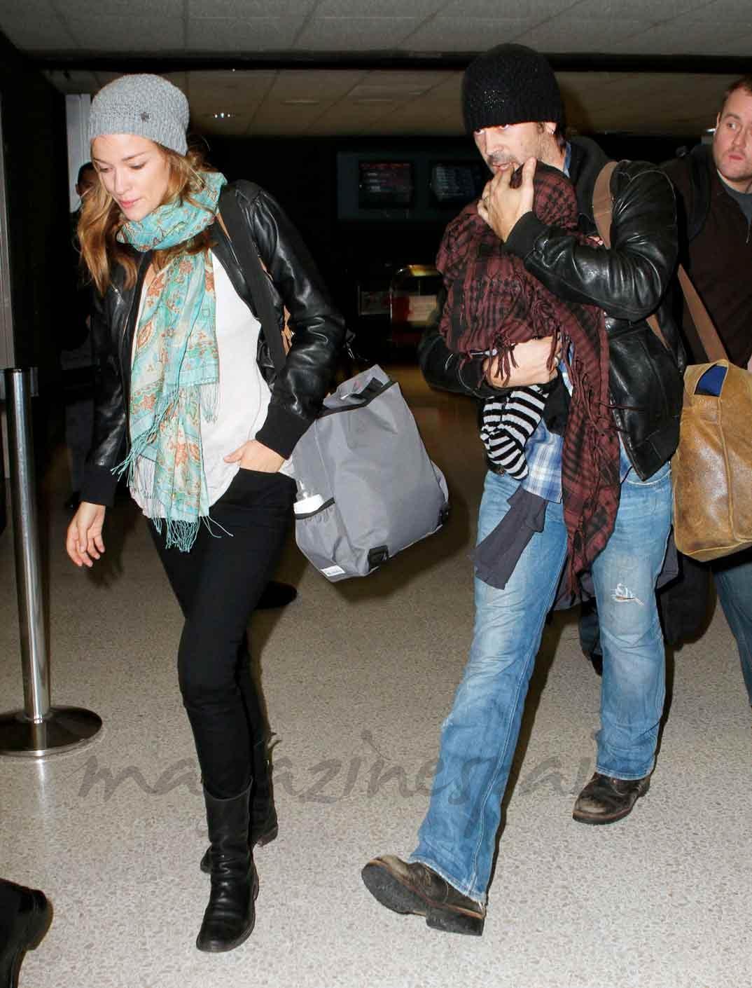 Colin Farrell con su novia Alicja Bachleda Curus y su hijo Henry - 2010