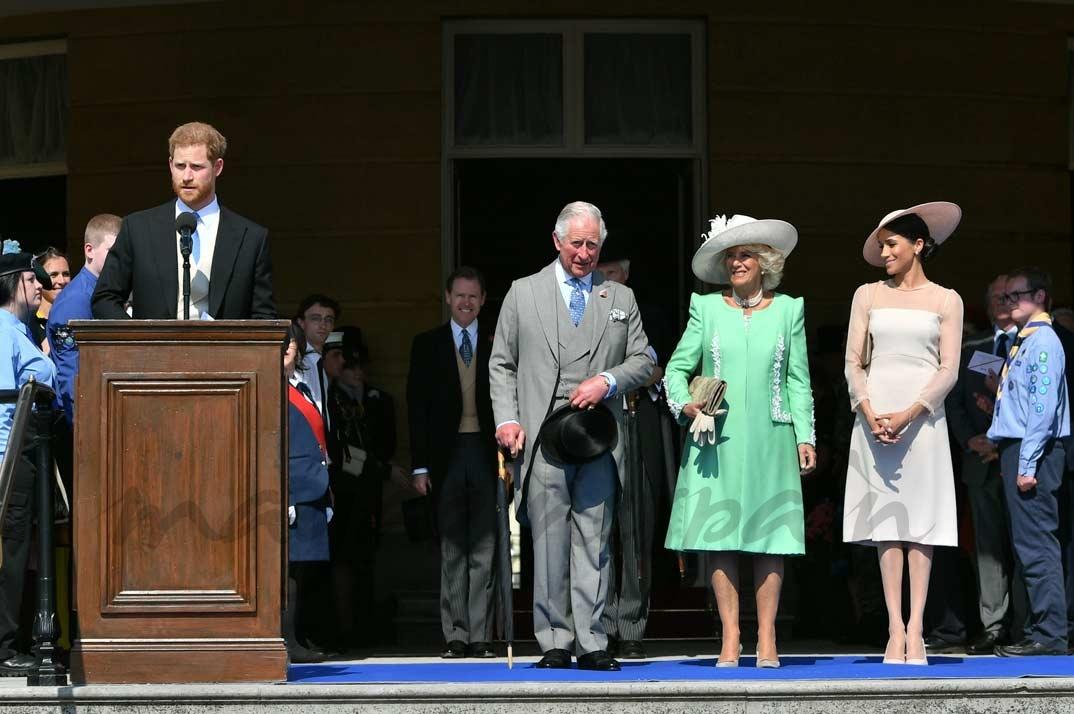 El príncipe Harry, príncipe Carlos, Camila Parker Bowles y Meghan Markle