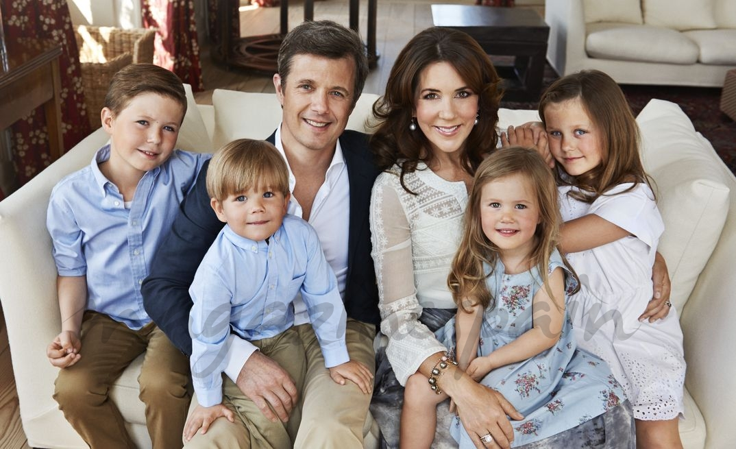 Príncipes Federico y Mary de Dinamarca con sus cuatro hijos - 2014