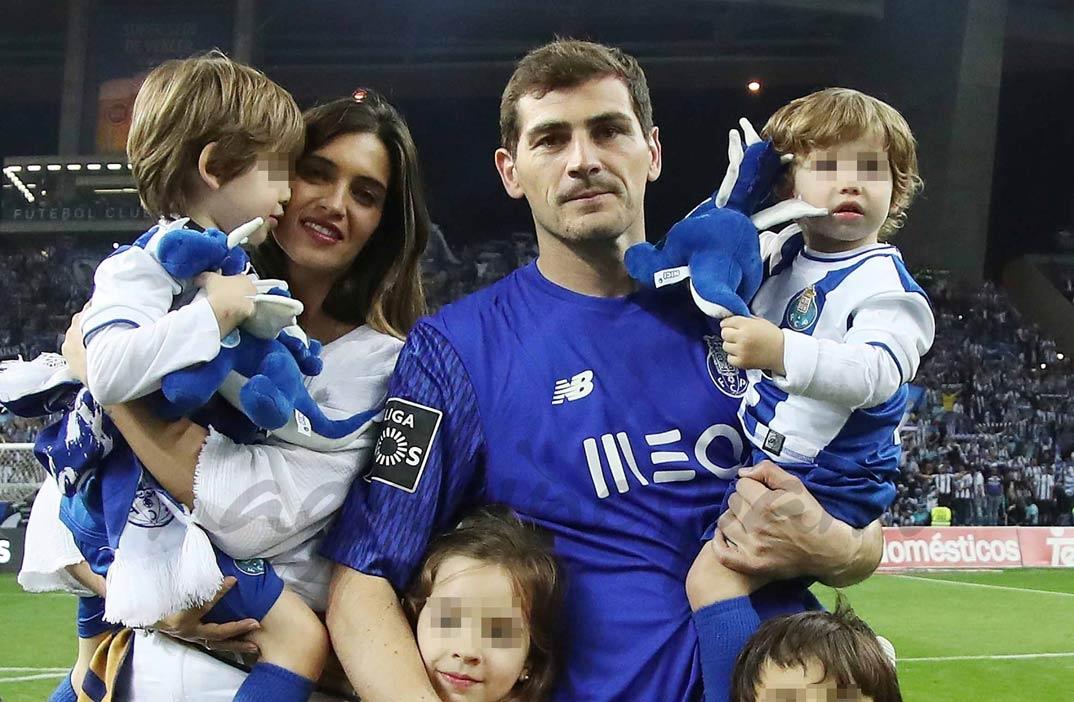 Iker Casillas con Sara Carbonero y sus hijos Martín y Lucas - Celebración Campeón Liga de Portugal - 6 Mayo 2018