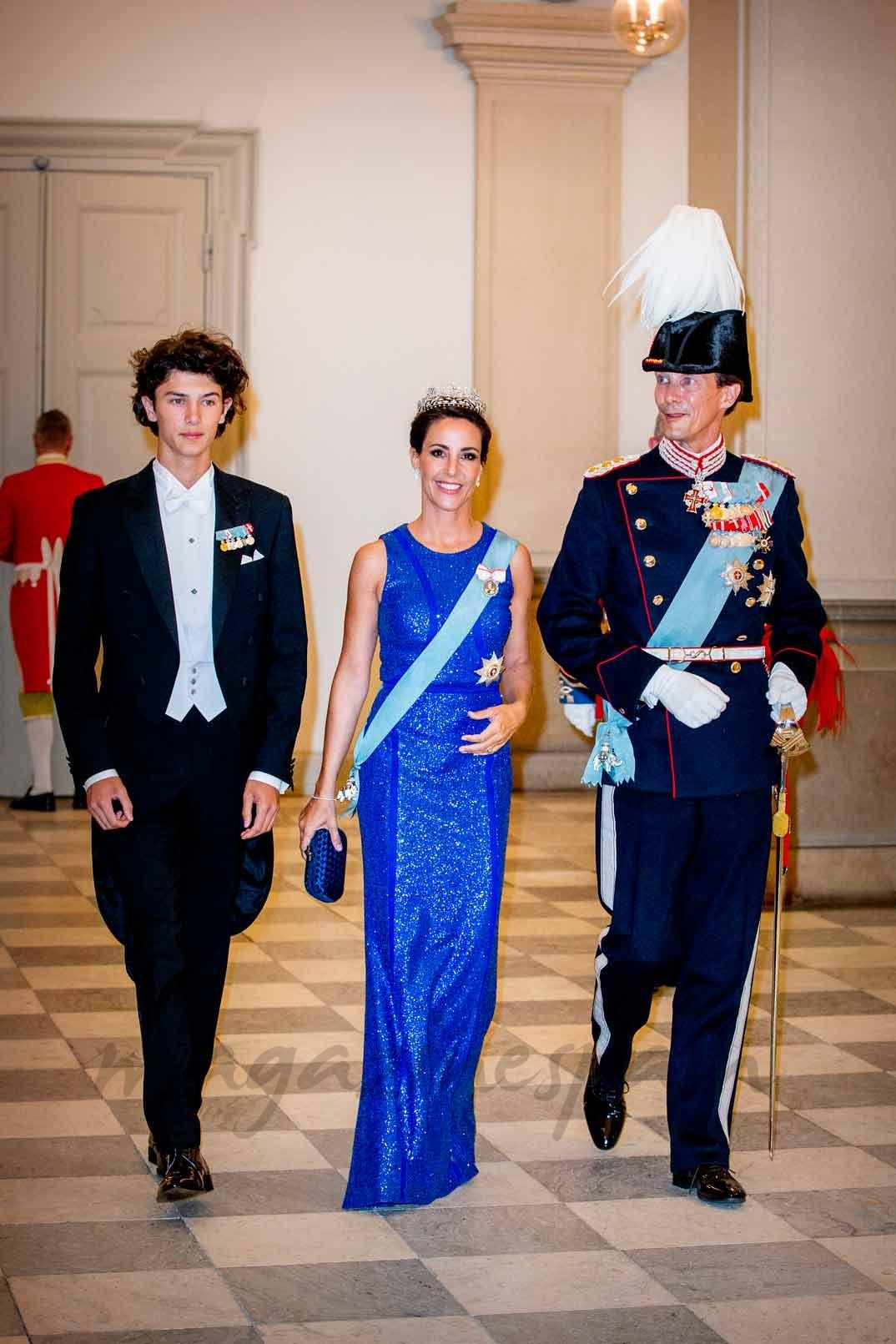 Joaquín de Dinamarca con su esposa, la princesa Marie y el mayor de sus hijos, el príncipe Nicolás