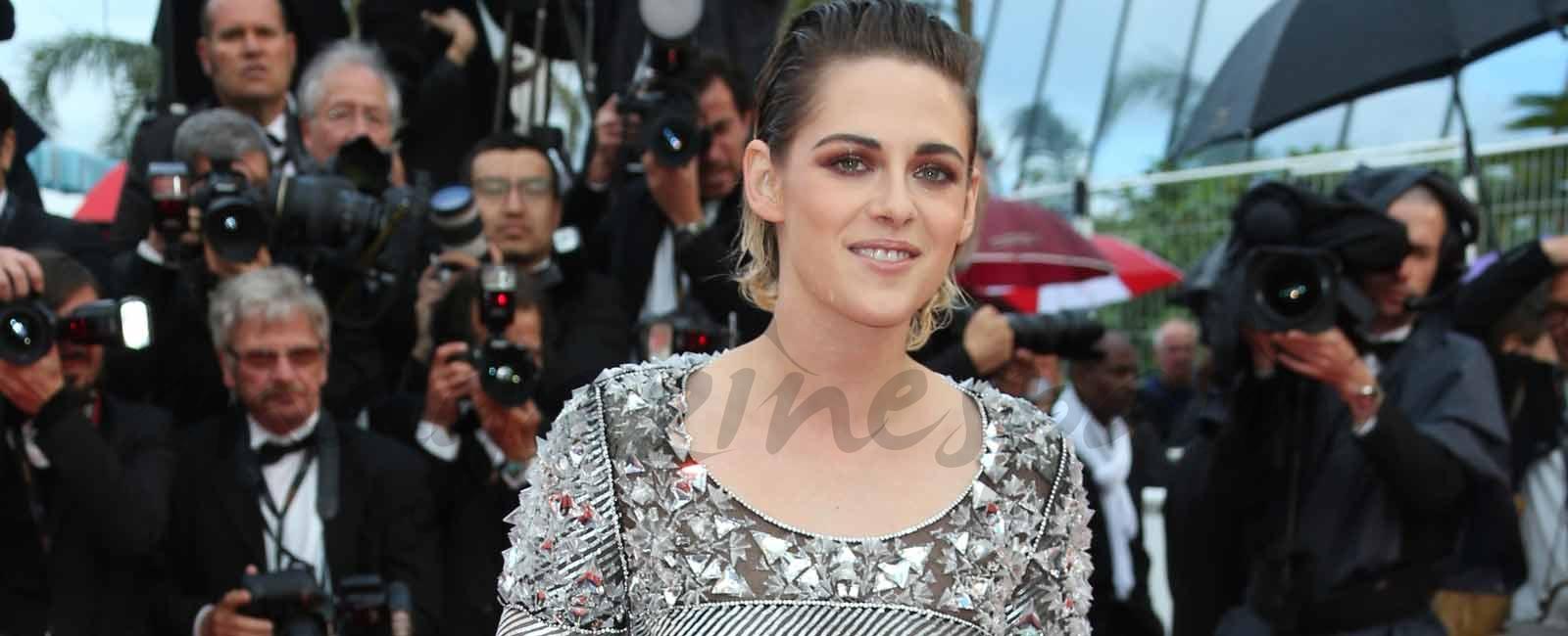 ¿Por qué va descalza Kristen Stewart por la alfombra roja de Cannes?