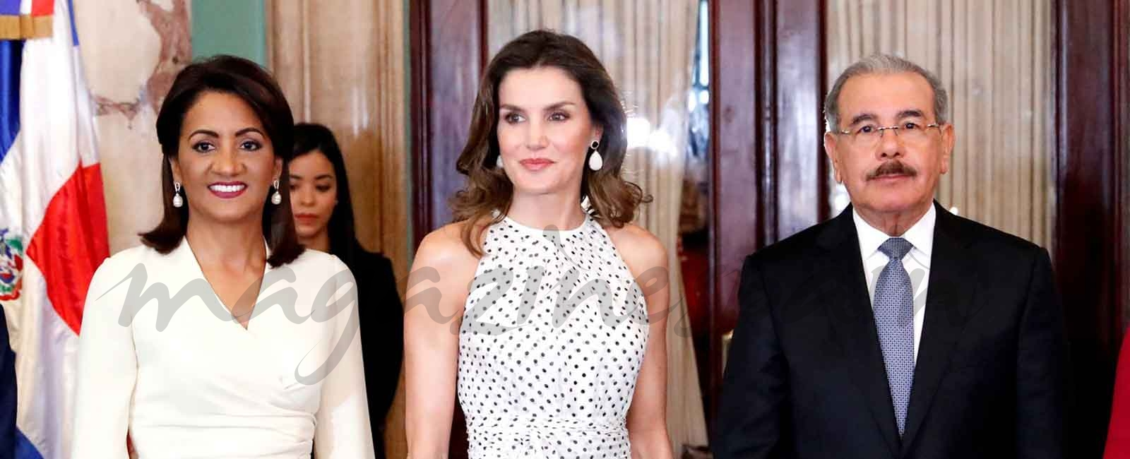 La reina Letizia estrena vestido de lunares de Carolina Herrera