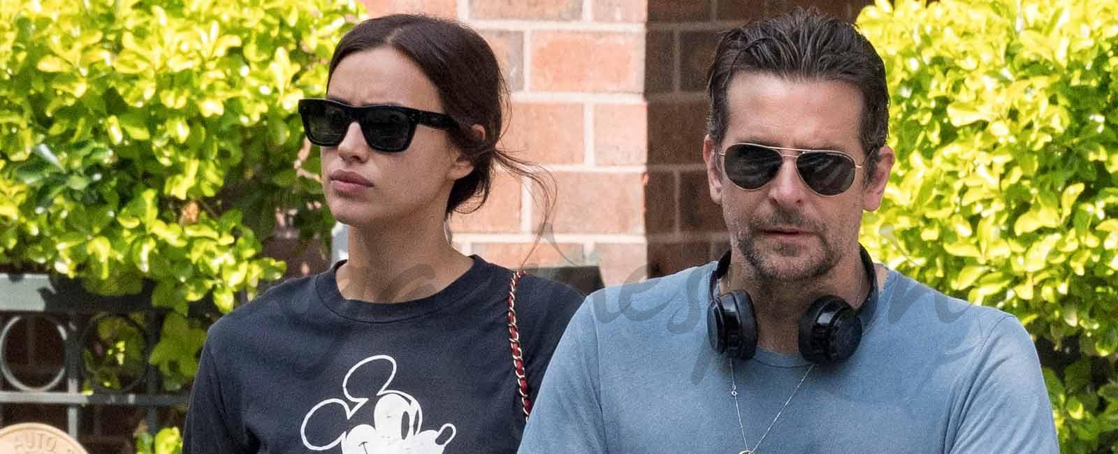 Irina Shayk y Bradley Cooper, de paseo con la pequeña Lea