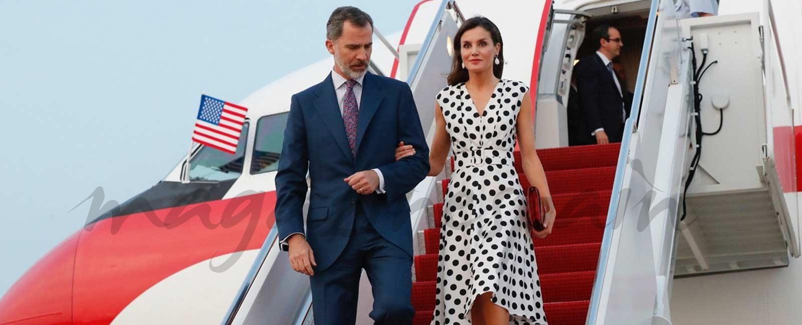 La reina Letizia apuesta por los lunares