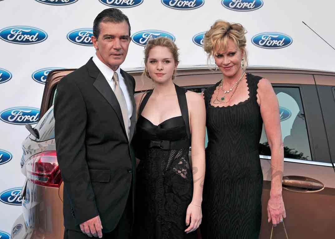 Stella del Carmen con sus padres, Antonio Banderas y Melanie Griffith