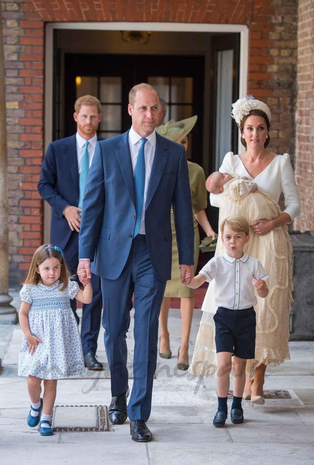 Los Duques de Cambridge con sus tres hijos George, Charlotte y Louis
