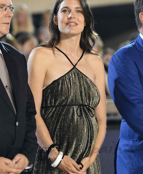 Carlota Casiraghi presume de embarazo en la hípica