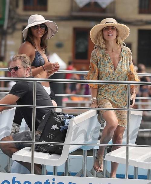 Elsa Pataky y Chris Hemsworth se divierten con Matt Damon en España
