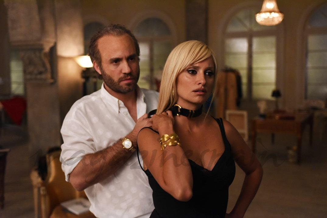 Penélope Cruz y Edgar Ramírez - Versace ©Ray Mickshaw/FX