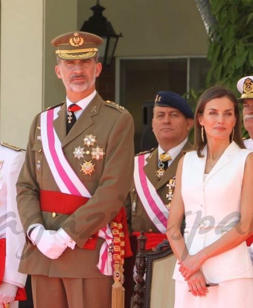La reina Letizia se vuelve a vestir de Felipe Varela