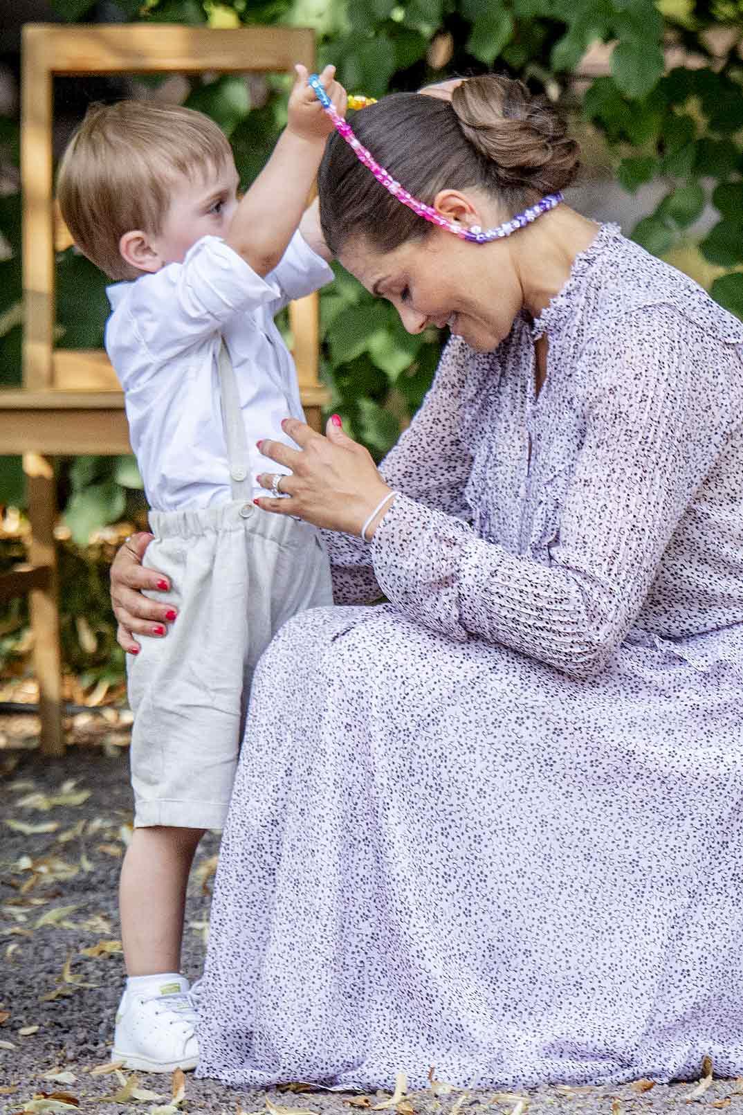 Princesa Victoria de Suecia con su hijo, príncipe Oscar
