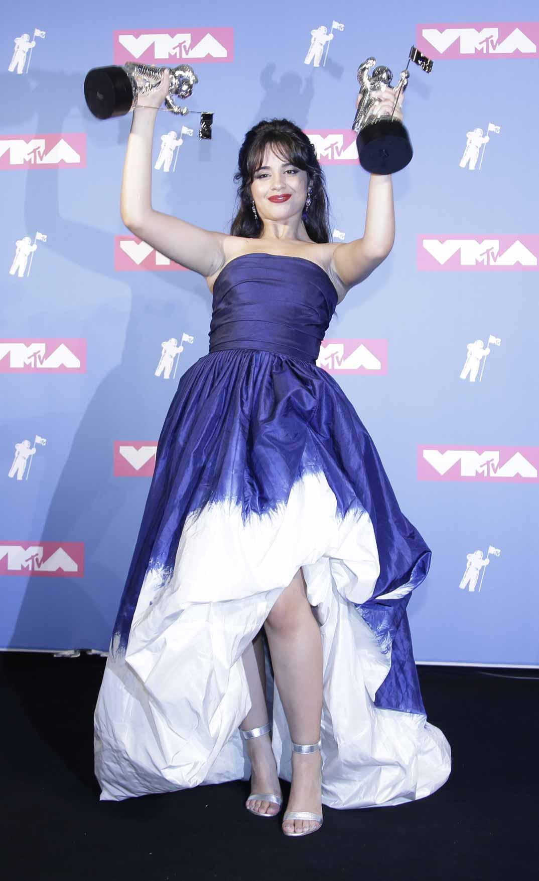 Camila-Cabello-de-Oscar-de-la-Renta