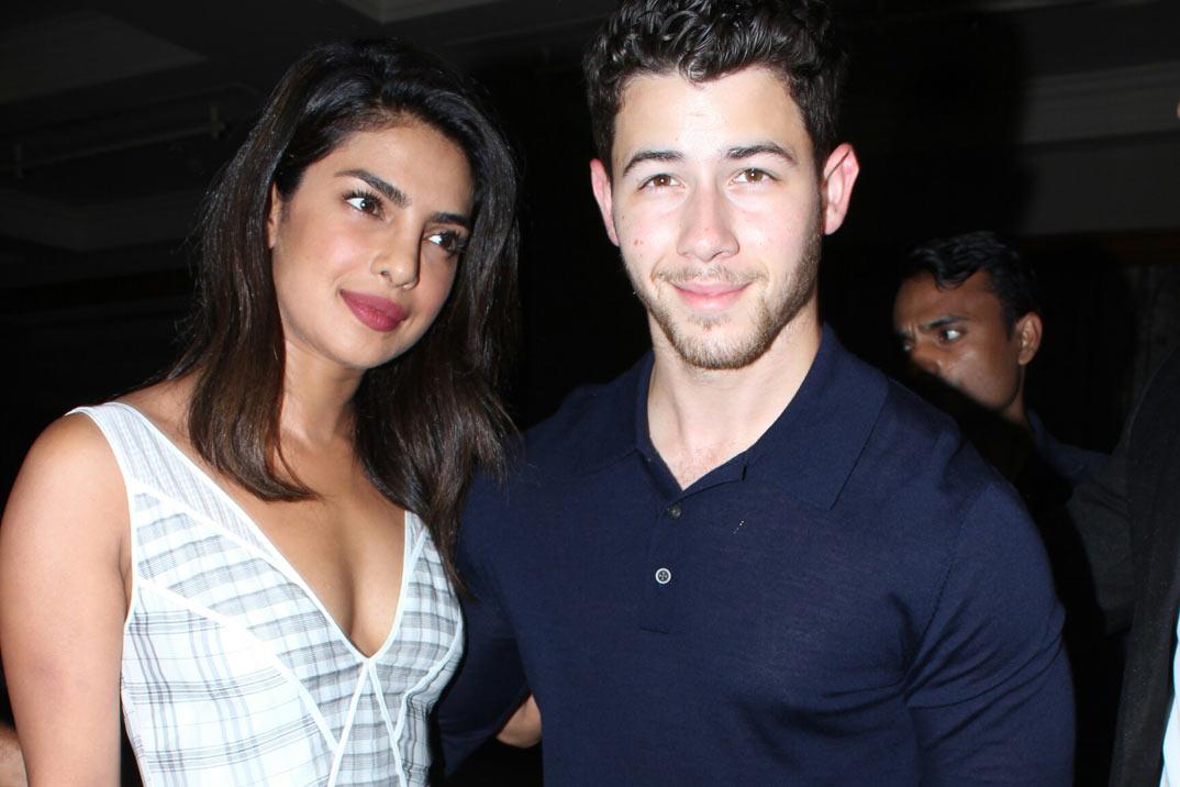Nick Jonas y Priyanka Chopra celebran su compromiso con una fiesta hindú