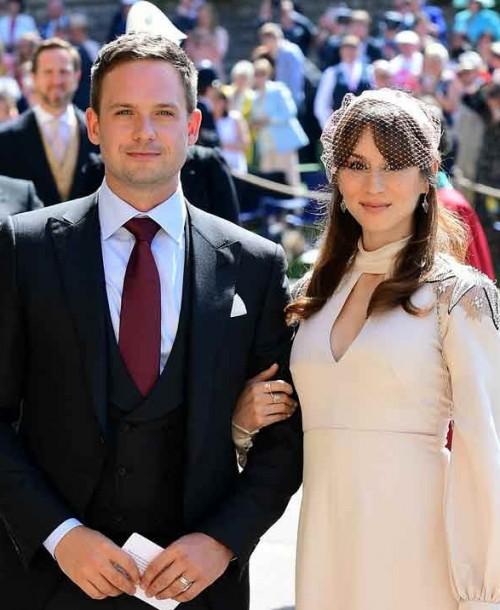 El «marido» de Meghan Markle, Patrick J. Adams y su mujer Troian Bellisario, esperan su primer hijo