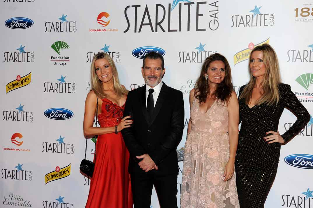Antonio Banderas con Nicole Kimpel y su hermana Barbara