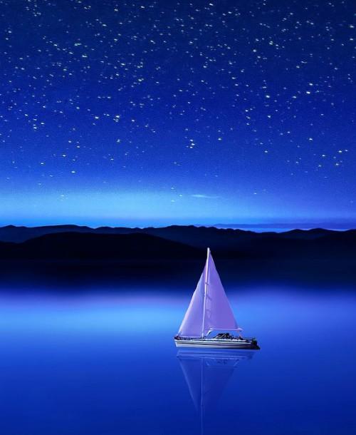 Cinco experiencias que puedes vivir en un barco (¡además de navegar!)