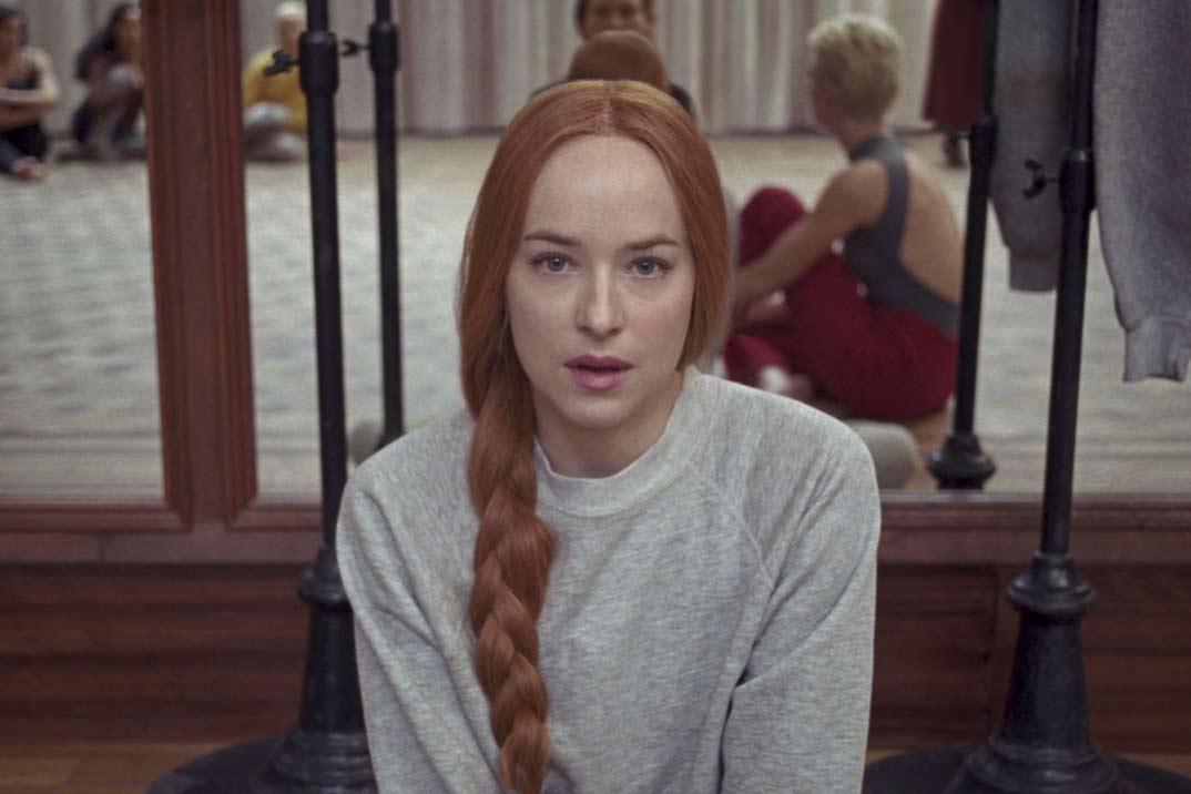 Primeras imágenes de Dakota Johnson en «Suspiria», la película por la que tuvo que ir a terapia