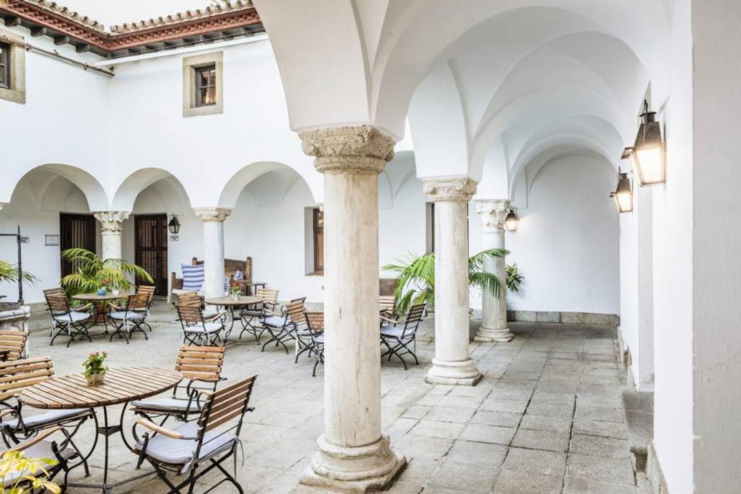 parador_de_merida-patio_fuente