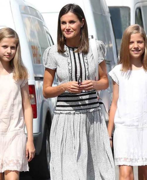 La visita de la reina Letizia y sus hijas al Rey en las regatas