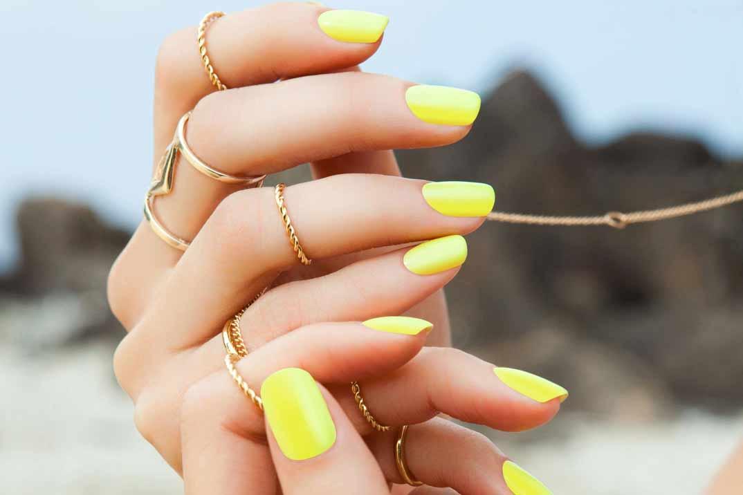 Cómo cuidar nuestras uñas en playas y piscinas
