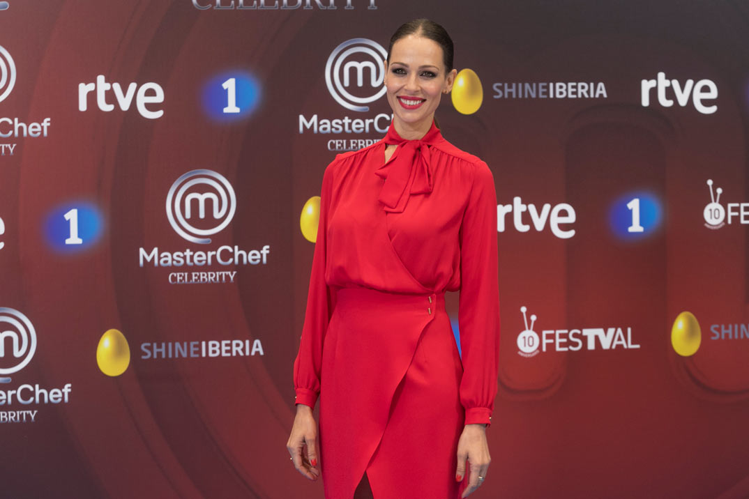 Eva González apuesta por el rojo para regresar a las cocinas de MasterChef