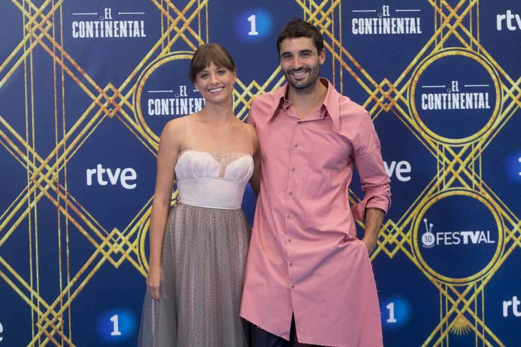 Michelle Jenner y Álex García estrenan 'El Continental' en la apertura del FesTVal de Vitoria