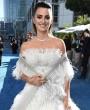 Penélope Cruz triunfa en los Emmy vestida de princesa