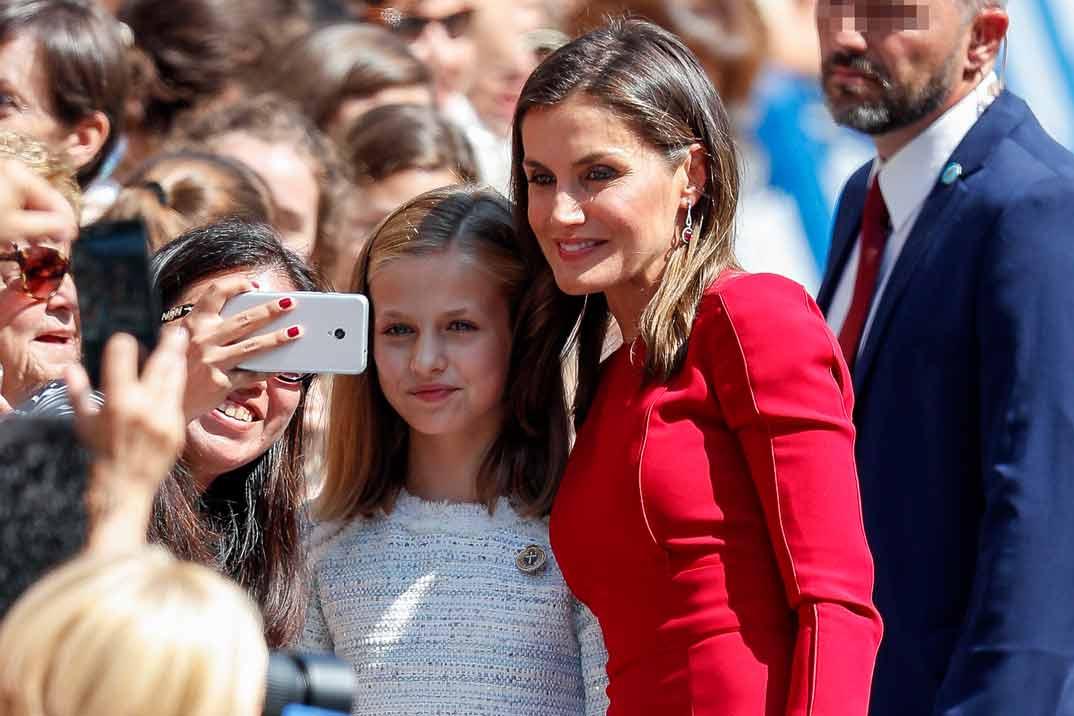 La reina Letizia apuesta, de nuevo, por el rojo para un día muy especial