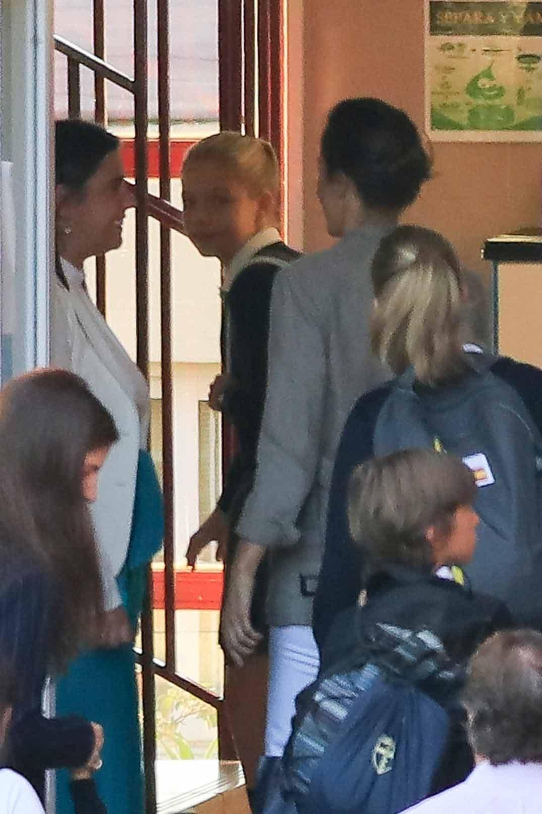 Reyes don Felipe y doña Letizia con princesa Leonor e infanta Sofía