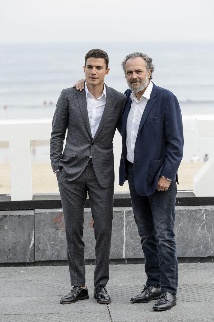 Álex González y José Coronado - Vivir sin permiso