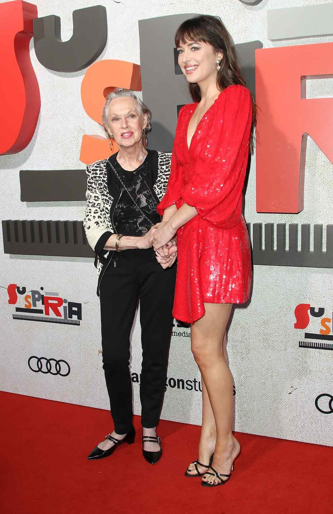 Dakota Johnson con su abuela Tippi Hedren