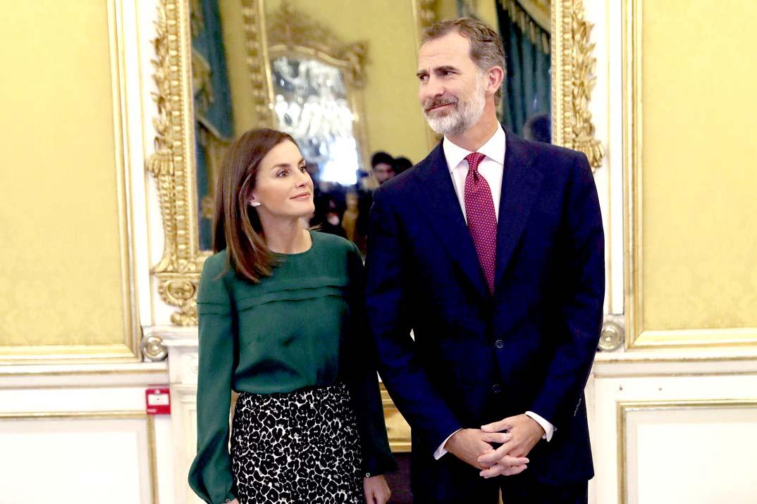 Los Reyes Felipe y Letizia envían un mensaje de «agradecimiento inmenso» a los sanitarios