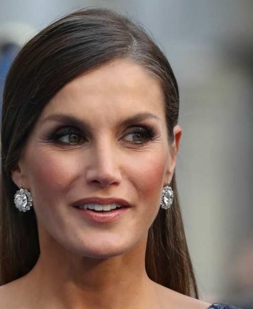 El espectacular estilismo de la Reina Letizia en los Premios Princesa de Asturias 2018
