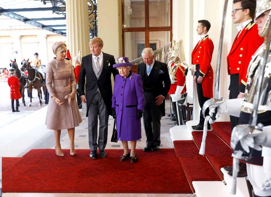 Reina Máxima, Rey Guillermo, Reina Isabell II y Príncipe Carlos de Inglaterra