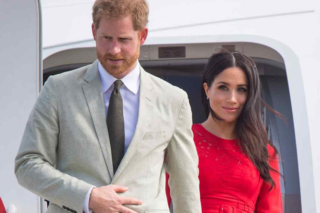 La reina Isabel II prohibe a Harry y Meghan utilizar la palabra royal