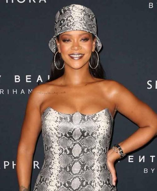 Rihanna apuesta por el total print de serpiente