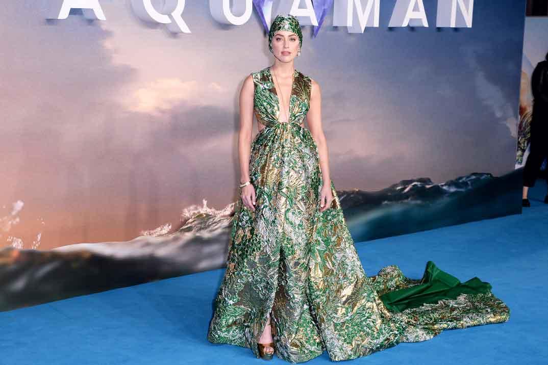 Amber Heard, impresionante con su look acuático de Valentino