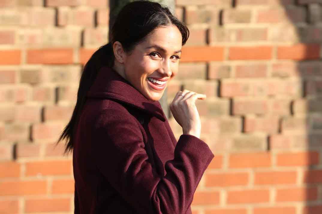 Meghan Markle apuesta por el burdeos en un día muy especial