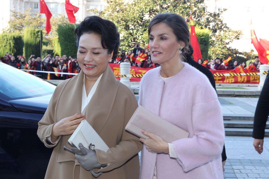 Reina Letizia y Peng Liyuan - Teatro Real © Casa S.M. El Rey
