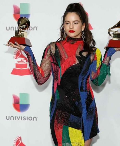 Rosalía triunfa en los Grammy Latinos con cuatro estilismos diferentes