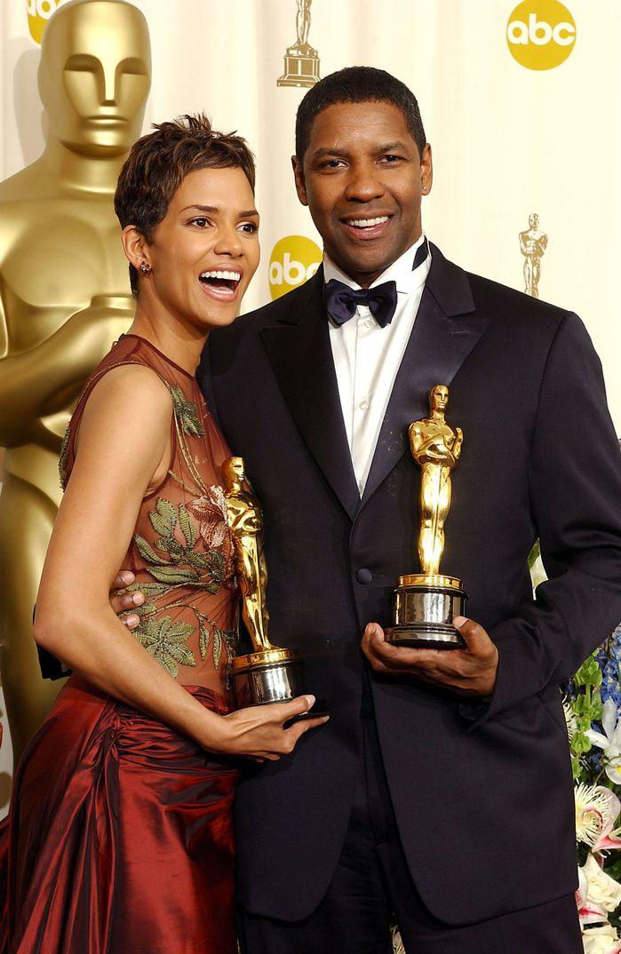 "Denzel Washington con Halle Berry - Premios Oscar 2002 - Mejor actor por ""Training Day"""