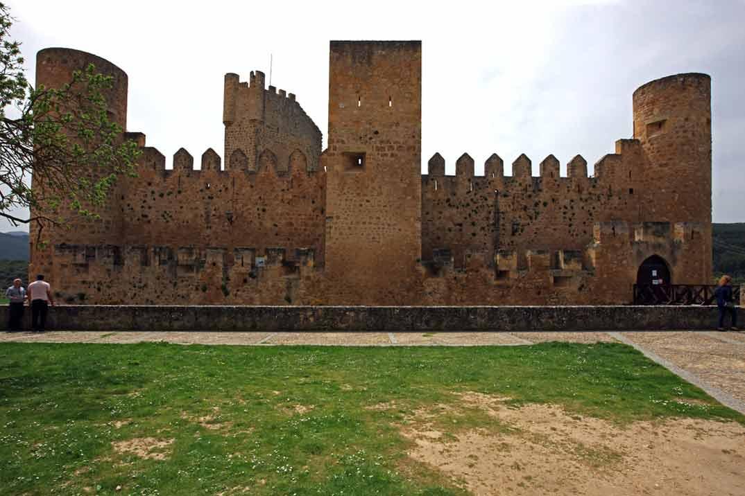 Castillo-1-Frias