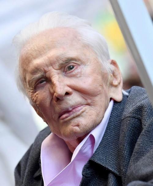 Kirk Douglas celebra su 102 cumpleaños