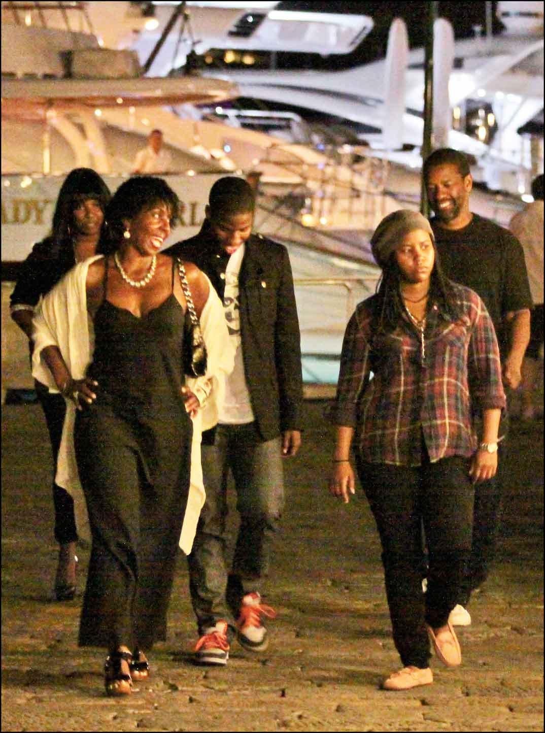 Denzel Washington con su mujer y sus hijos en Portofino 2009
