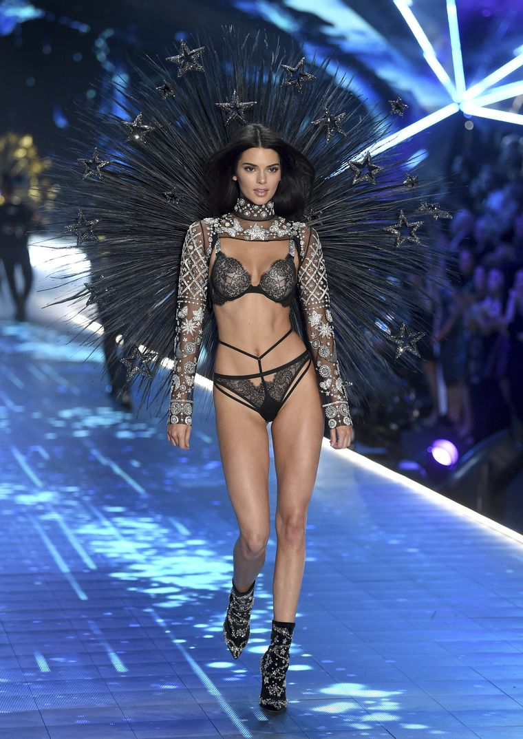 Kendall Jenner - Victoria's Secret Fashion Show - 2018