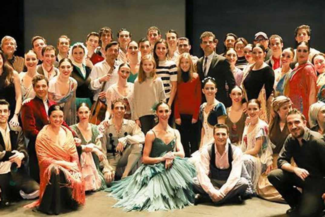 La reina Letizia y sus hijas, plan de chicas en el Teatro de la Zarzuela